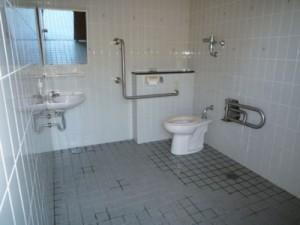 笹ヶ丘公園「ビッグスライダー」多目的トイレ内観