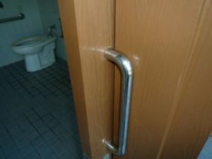 笹ヶ丘公園「ビッグスライダー」多目的トイレ取っ手