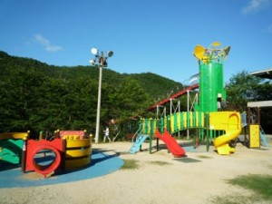 笹ヶ丘公園のすべり台ビッグスライダー全景