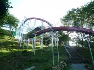 笹ヶ丘公園のすべり台ビッグスライダー下から見上げたところ
