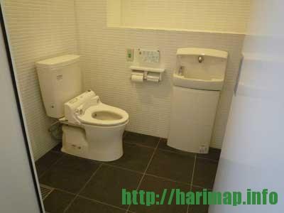 斑鳩小学校体育館多目的トイレ